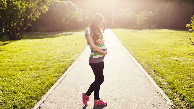 I rischi di una gravidanza precoce